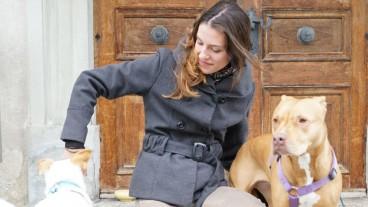 Jacqueline Berger mit ihren beiden Hunden.