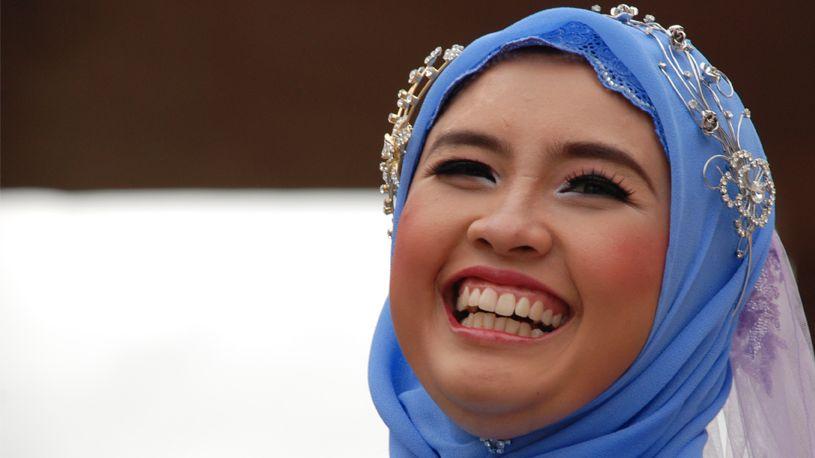 Eine indonesische Muslimin im Hijab.