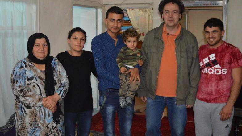 Andreas Goerlich, Pfarrer aus Pfungen, bei einer syrischen Flüchtlingsfamilie im Camp Domiz bei Erbil im Nordirak.