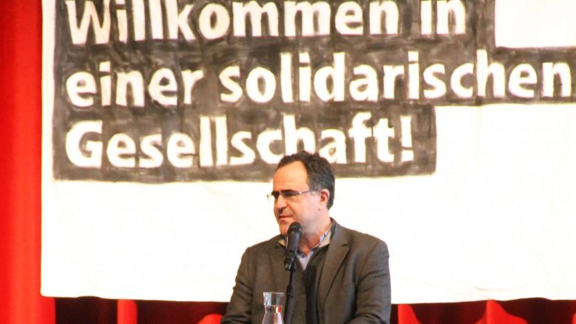 Der Neuenburger Migrationssoziologe Gianni D'Amato eröffnete als das morgendliche Plenum mit einem Kommentar zur Migrationscharta.