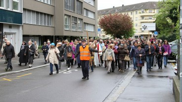 Teilnehmer am ökumenischen Kreuzweg 2014.