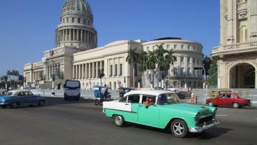 Die kubanischen Oldtimer sind bei den Touristen beliebt. Viele Kubaner aber träumen von einem Golf oder BMW.