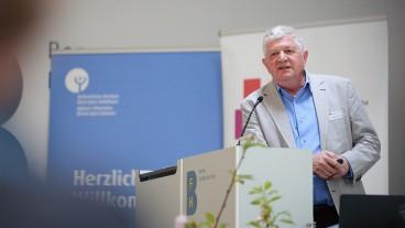 Mehr Seelsorge – unabhängig von der Religion – diene auch der Würde, sagte der Theologe und Gerontologe Christoph Schmid an einer Tagung in Bern.