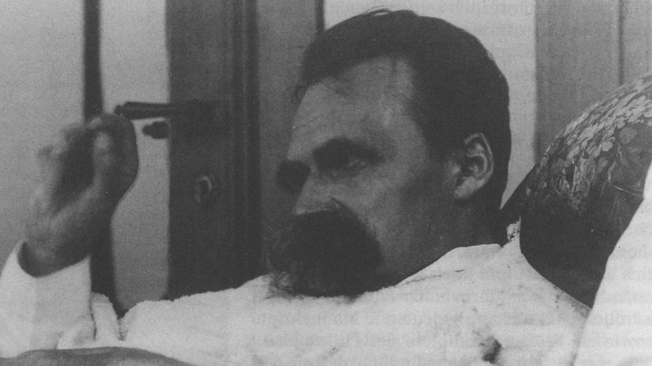 Der wohl mächtigste Gegner der Theologie in der Moderne – und sehr lesenswert: Friedrich Nietzsche.
