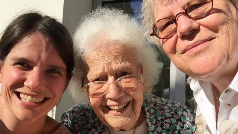Ruth Epting (Mitte) mit Carla Maurer (links) und Esther Zehntner.