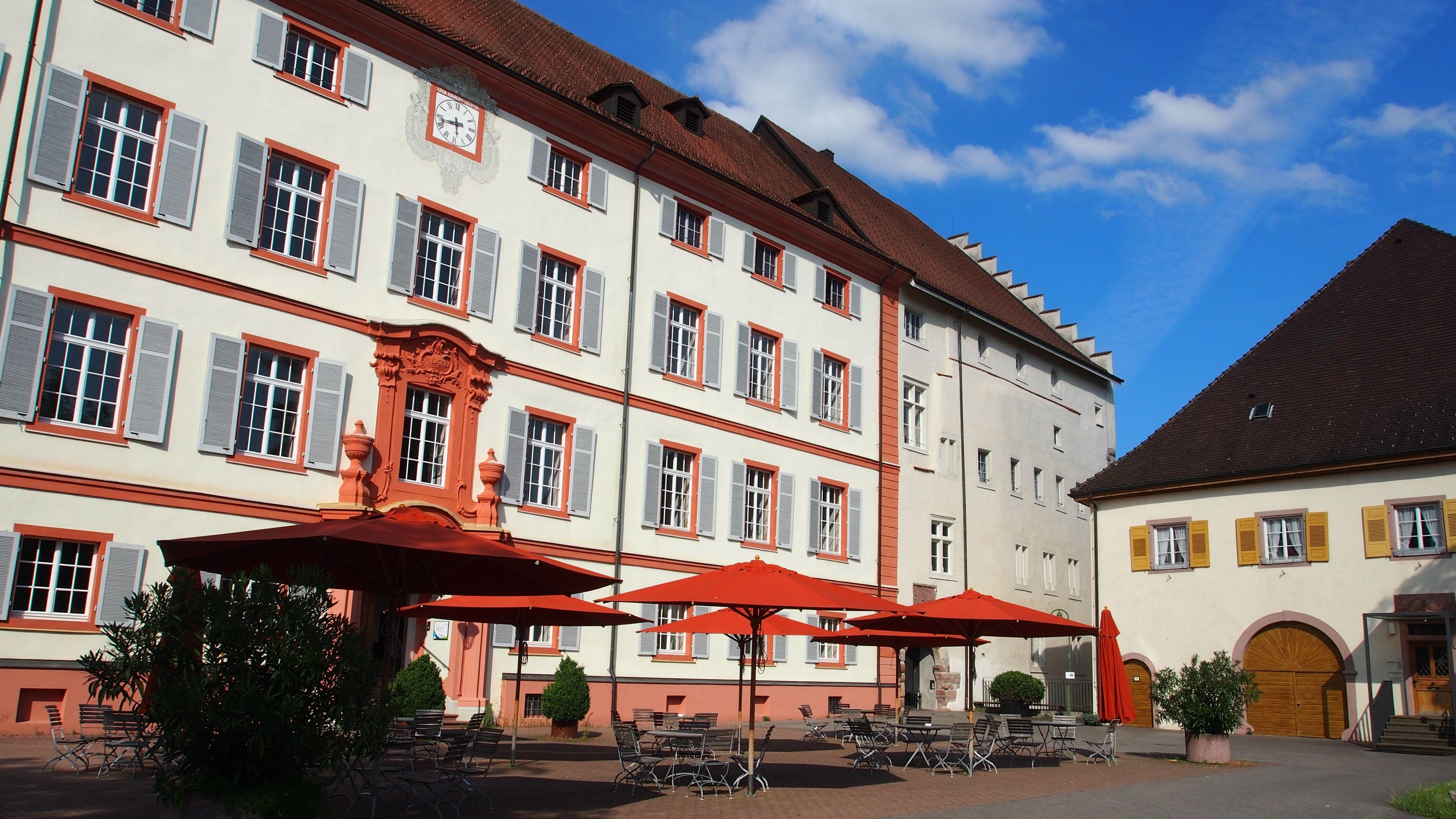 Auch in der Schweiz wohlbekannt: Schloss Beuggen am Rhein.