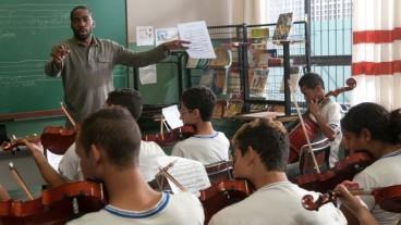 Laerte dirigiert seine Klasse.