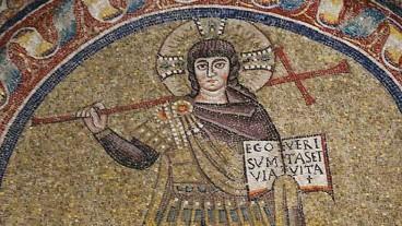 Martialischer Christus im Feldherrenmantel: Mosaik aus dem 5./6. Jahrhundert in der Capella di Sant'Andrea des erzbischöflichen Museums in Ravenna.