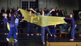 Spielend verstehen: Szene aus dem Kirchenspiel «Maria von Wedemeyer - die Braut Dietrich Bonhoeffers» von Walter Hollenweger und Estella Korthaus.
