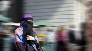 Eine Frau mit Nikab.