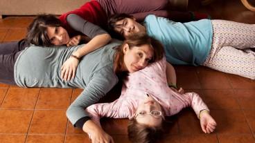 Sara, Catalina und ihre Mütter.