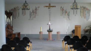 Das Wandgemälde, um das eine Debatte entbrannt war: Es zeigt Christus am Kreuz, Engel und weitere biblische Motive.