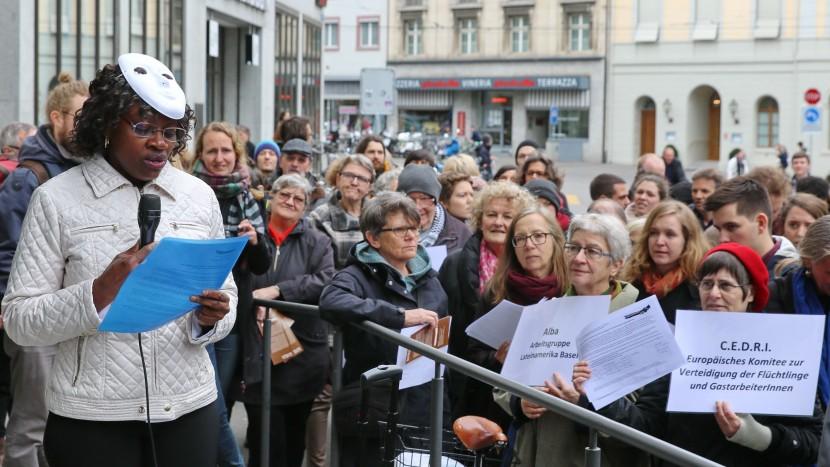 Solidaritätskundgebung in Basel: Übergabe der Härtefallgesuche