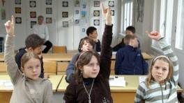 Blick in ein Klassenzimmer während des Religionsunterrichts.