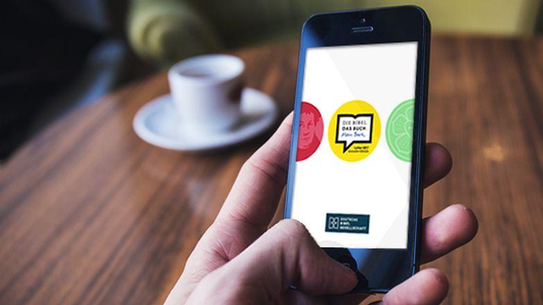 Die revidierte Lutherbibel 2017 als App: Sie enthält den vollständigen Text der Lutherbibel inklusive der Apokryphen sowie alle Anmerkungen und Verweisstellen.