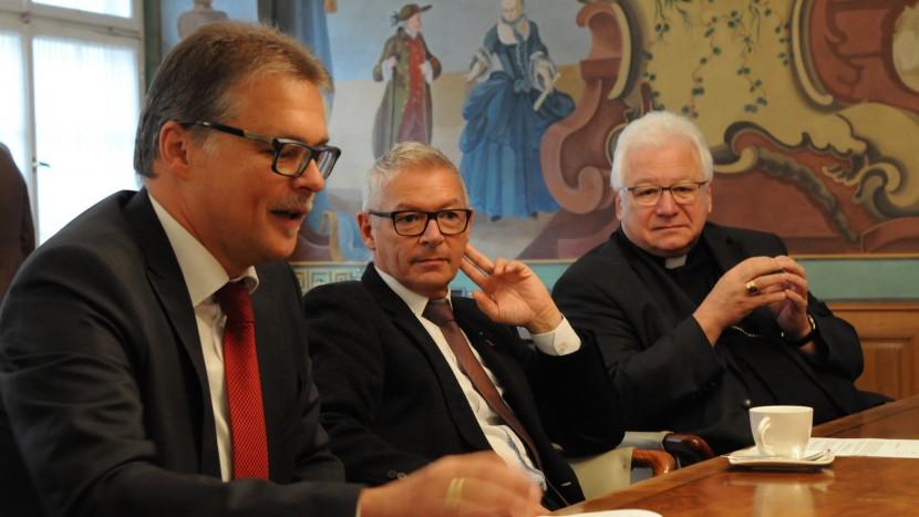 Informierten über das Reformationsjubiläum: Martin Schmidt, Präsident des reformierten Kirchenrates, Regierungsratspräsident Martin Klöti und Bischof Markus Büchel.