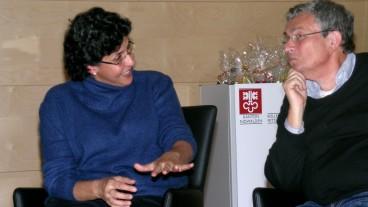 Islam-Frauenrechtlerin Elham Manea und Schriftsteller Charles Lewinsky diskutieren darüber, was für sie heilig ist und was nicht.