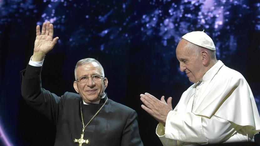 Beim Treffen mit der Lutherischen Kirche in Schweden setzte der Papst Zeichen und suchte den Dialog auf gleicher Augenhöhe, hier mit Bischof Munib Younan, Präsident des Lutherischen Weltbundes.