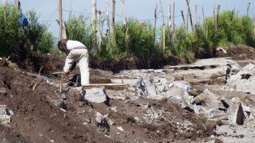 In diesen Minen in der Region Harugongo im Südwesten von Uganda arbeiten Kinder und Jugendliche mit.