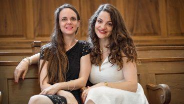 Die Pfarrerinnen Monika Götte (links) und Diana Trinkner organisieren einen Single-Anlass in ihrer Kirche in Stäfa.