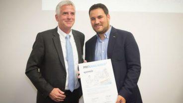 Streetchurch-Geschäftsführer Philipp Nussbaumer (rechts) mit Laudator Matthias Mölleney bei der Verleihung des «Prix Balance».