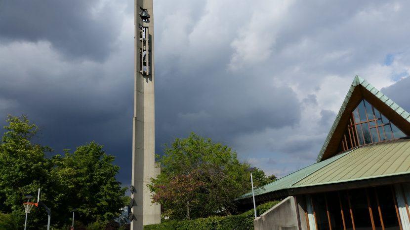 Warten, bis die dunklen Wolken vorüberziehen? Basler Gellertkirche.